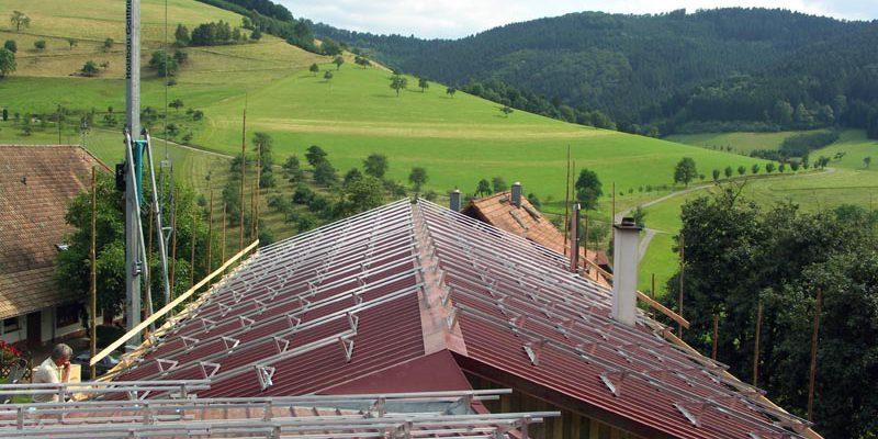 In Oberentersbach wurde auf den beiden Hallen-Gebäuden eine Gesamtanlage von 31,5 kWp installiert.