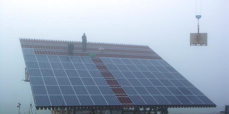 Aufbringen der Photovoltaikanlage