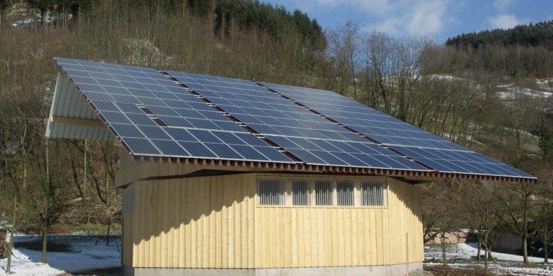 Das intelligente Nachführsystem stellt die Photovoltaikanlage im Tagesverlauf immer gen Sonne.