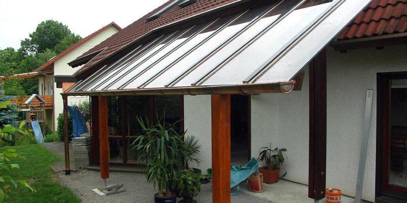 Terassenüberdachung in Glas an das bestehende Wohnhaus