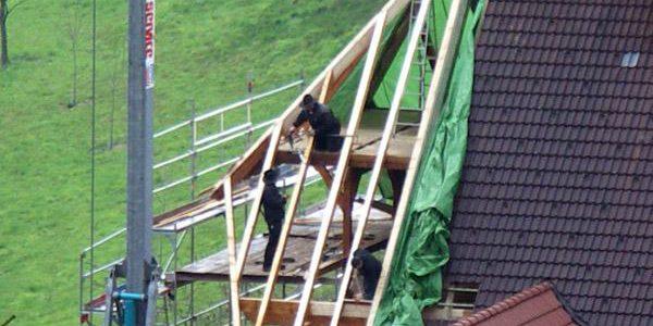 Von weitem sichtbar, der wesentlich besser geschützte Balkon.