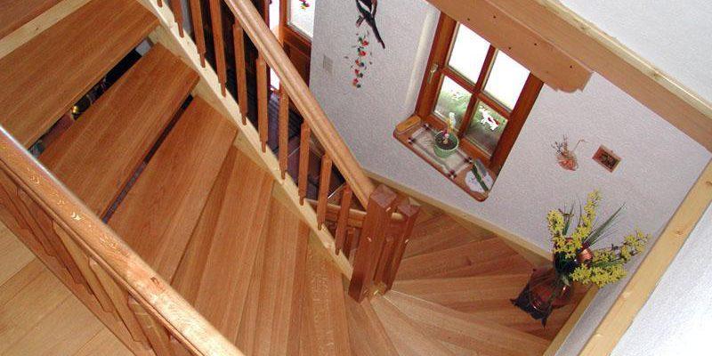 Treppe halbgewunden