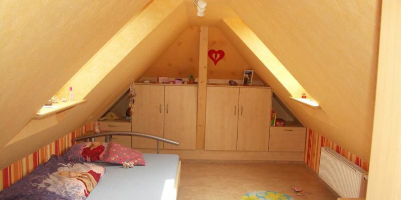 In dem bestehenden Wohnhaus in Unterentersbach wurde der Dachspitz zu hellem und freundlichem Wohnraum ausgebaut.