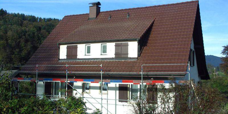 Dachdeckerarbeiten an dem Einfamilienwohnhaus.